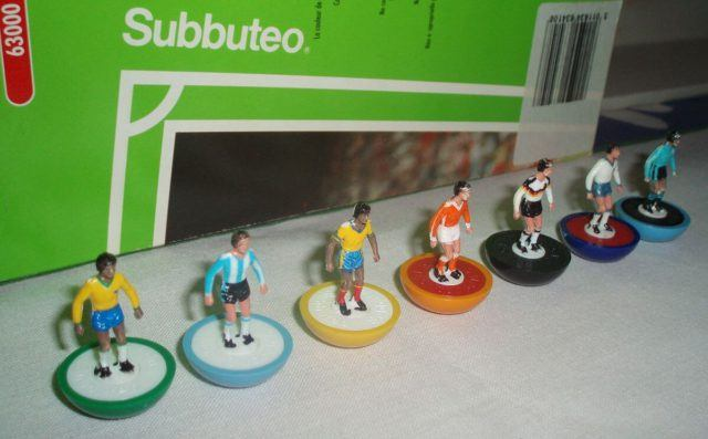 Subbuteo's playing figures